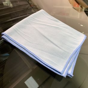 Glass cleaning cloth perfect for cleaning car windows